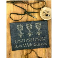RUN WITH SCISSORS SEWING POUCH Stacy Nash Primitives
